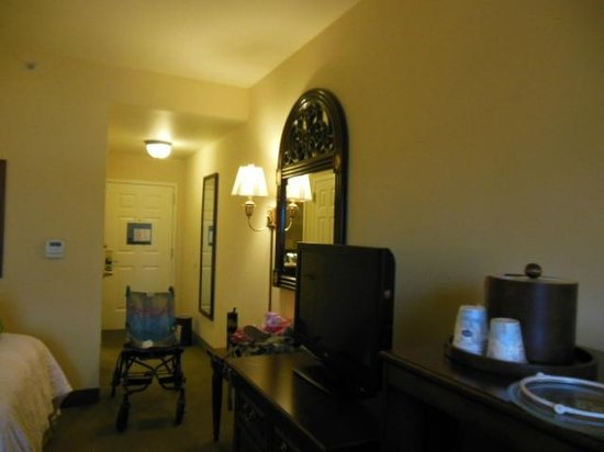 Hampton Inn & Suites Savannah Historic District: Room