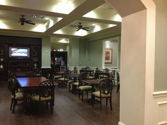 Hampton Inn & Suites Savannah Historic District: Dining area