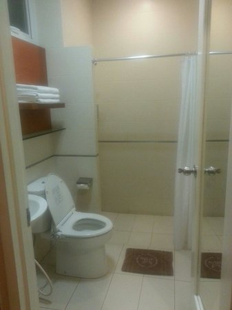 Selaras Guest House & Restaurant: Standard Room - Bathroom