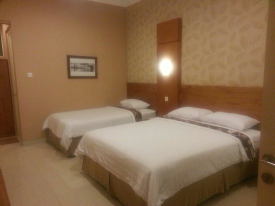 Selaras Guest House & Restaurant: Standard Room - The Bed