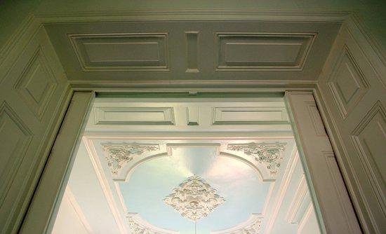 Appartement Maurits: sliding panel doors