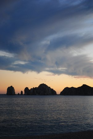 Hotel Riu Palace Cabo San Lucas : Looking out towards the rocks at sunset