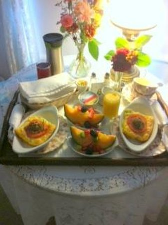 Headlands Inn Bed & Breakfast: Breakfast served at Headlands Inn was delicious!