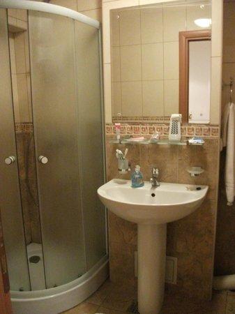 A&A Accommodation: Bagno con doccia
