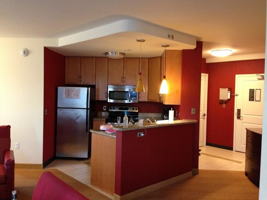 Residence Inn Pittsburgh North Shore: Beautiful kitchen!