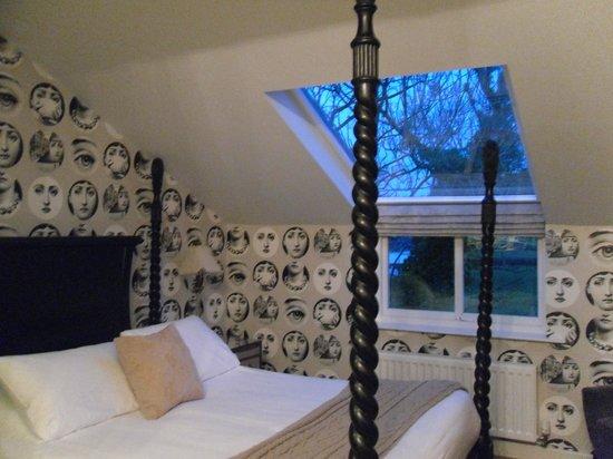 The Cartford Inn: Amazing wallpaper!
