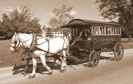 Greenfield Village: Transport en commun