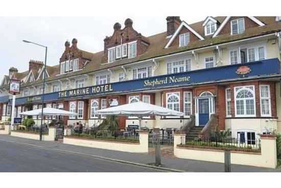 The Marine Hotel : Nice terrace for the summer