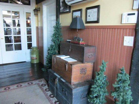 Riley's Railhouse: Foyer
