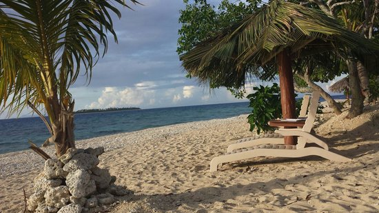 South Sea Island Accommodation: South Sea Island beach