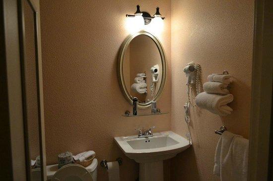 Belltown Inn: Bathroom