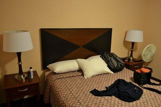 Belltown Inn: Room bed