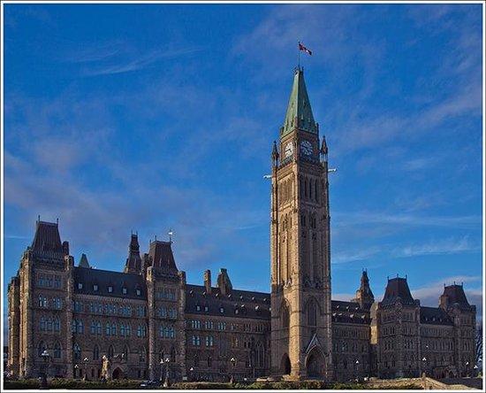 Les Suites Hotel Ottawa : Iconic site, 5 minutes walk from Les Suites.