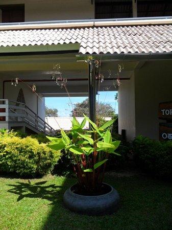 Cape Panwa Hotel: Внутренний дворик между корпусами