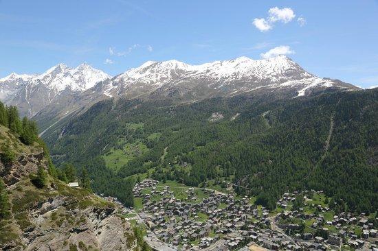 Parkhotel Beau Site: View over Zermatt from Edelweiss