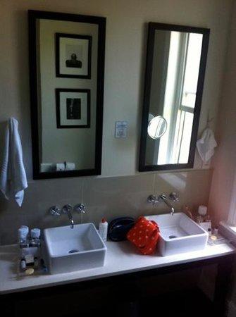 An African Villa: bathroom of gold room
