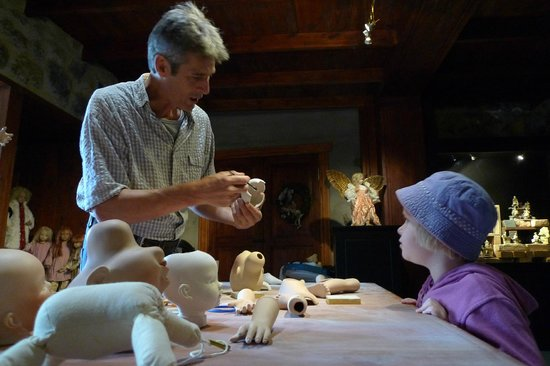 Icod de los Vinos, Spanyol: How dolls are being made