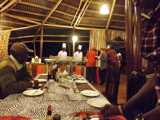 Olowuaru Keri Mara Camp: Abendessen: 2 Köche für 7 Besucher