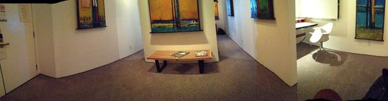La Casa del Camino: Panoramic of living area and desk nook