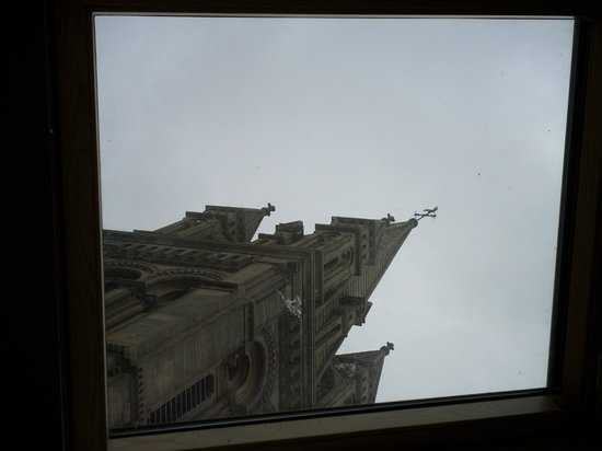 Le Mulberry : Steeple through the skylight