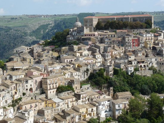 Palazzo Il Cavaliere : Ragusa Ibla seen on the way down from Ragusa Alta
