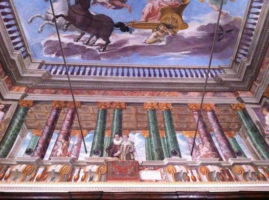 Assisi , Museo Civico - Una delle sale affrescate