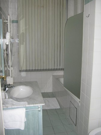 The Residence Les Ecrins: Bathroom
