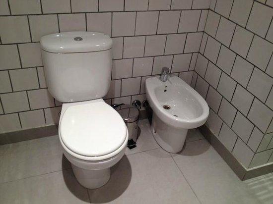 Pop Hotel : Bathroom