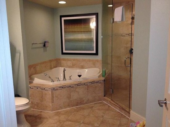 Wyndham Vacation Resorts At National Harbor: Master Bathroom