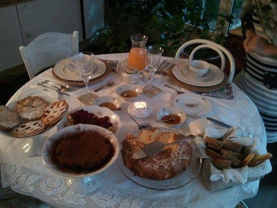 B&B Cucutí: Signori questa è la colazione. Queste prelibatezze tutte rigorosamente preparate da Barbara