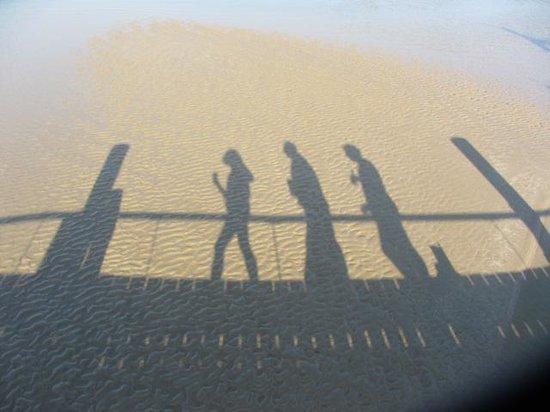Spot X : shadows on the bridge to beach
