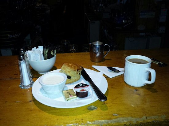 Stokers Lodge Restaurant & Bar : Coffee and a scone with whipped cream. Yummy.
