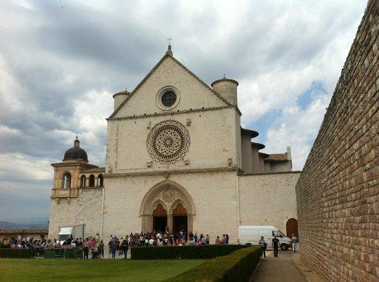 Basilica inferiore di San Francesco d'Assisi : Assisi, Basilica di San Francesco, facciata