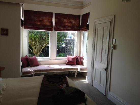Airlie House: Great window seat & garden