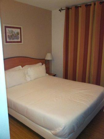 Eden Hotel Montmartre: Le lit