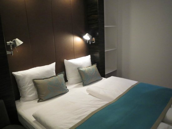 Motel One Dusseldorf Hbf: Bed layout