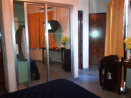 Hotel Faidherbe: the mirrored closet