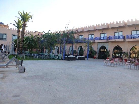 Adam Park Marrakech Hotel  & Spa: terrasse vue rrestaurant