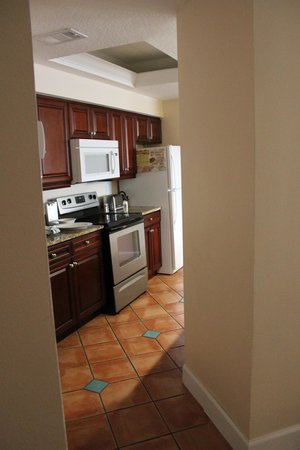 Grande Villas Resort: kitchen is narrow but worked