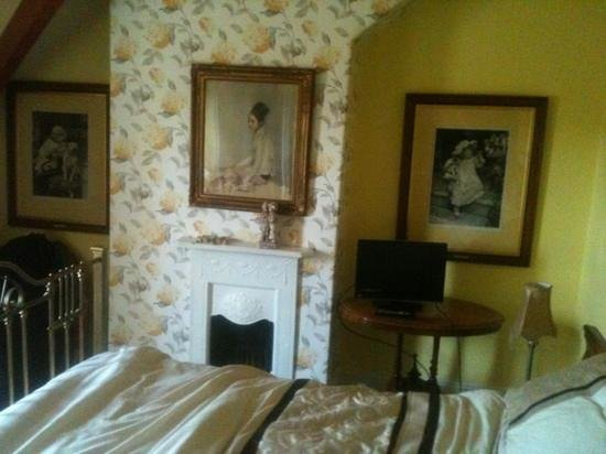 Victorian Guesthouse: attic room