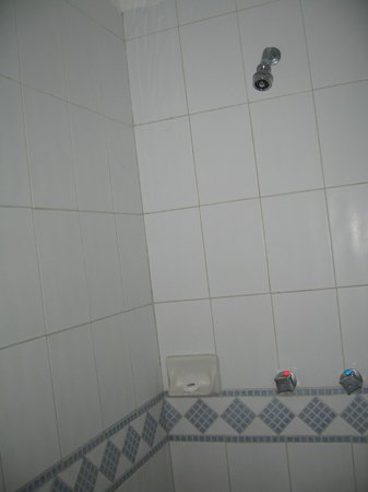Royal Decameron Complex: Room 5335 Shower