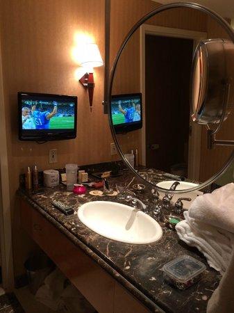 Eldorado Resort Casino: 18th floor bathroom vanities
