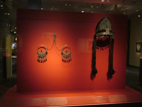 National Museum of African Art : Ear Pendant and Headress