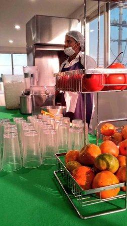 Hotel Cartagena Plaza : Fruit for juicing at breakfast