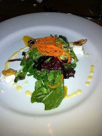 La Terrazza: Simple but good looking salad