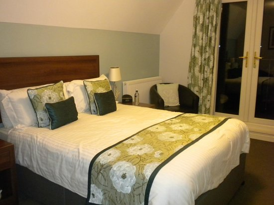 Sandy Cove Hotel : Our very comfortable bed