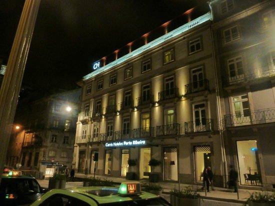 Carris Porto Ribeira: Visão externa do hotel