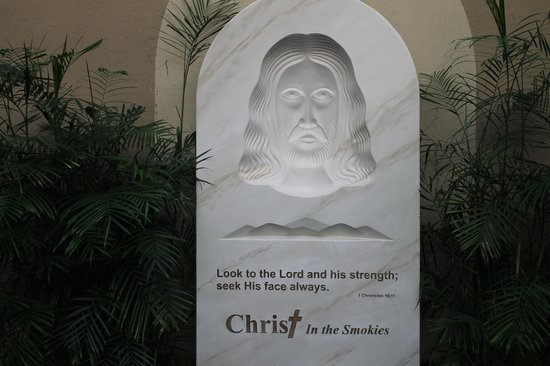 Christ in the Smokies Museum & Gardens: Replica's of this statue (eyes follow you where ever you are in the room) are available for $19.