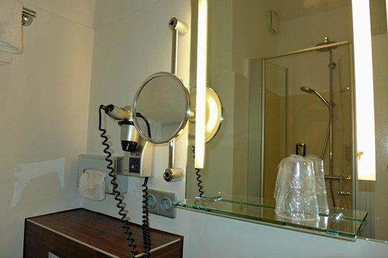 Heikotel - Hotel Am Stadtpark: Heikotel Zimmer 107 Bad