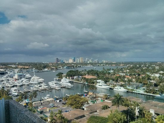 Pier Sixty-Six Hotel & Marina: View of downtown